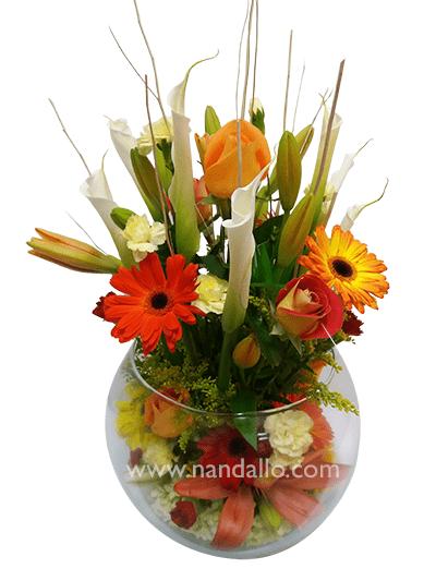 Fino Arreglo En Pecera Con Flores Primaverales