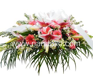 Arreglo de flores rosado para funeral