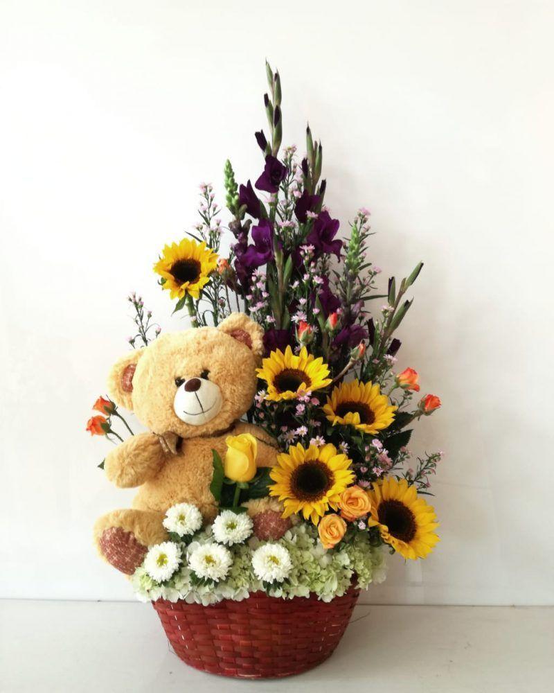 Arreglo Floral En Canasta Con Peluche