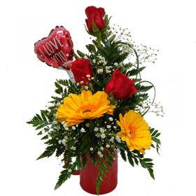 Detalle floral con gerberas de amor