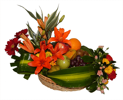 Arreglo de frutas naturales y flores