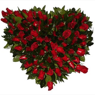 Arreglo de rosas en forma de corazón
