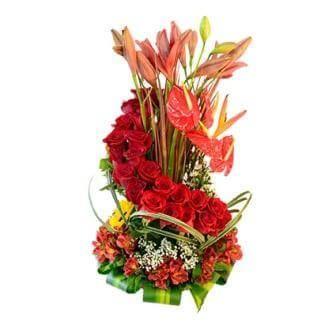 Hermoso Arreglo Floral De Amor En Forma De Espiral