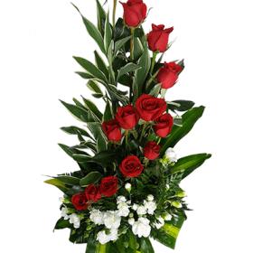 Arreglo floral con rosas en espiral