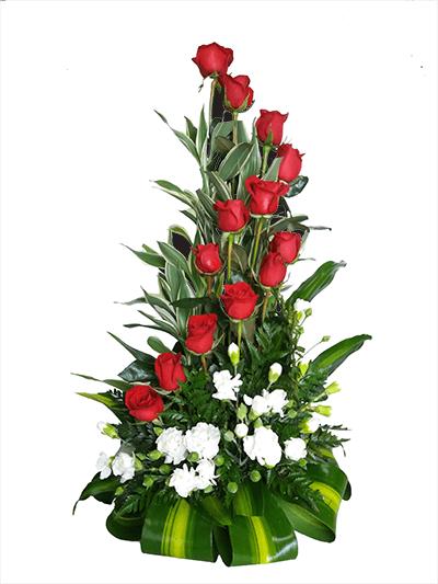 Elegante Arreglo Floral Con 12 Rosas Rojas En Espiral