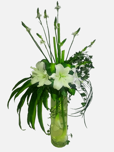 Arreglo Floral Con Calas Lirios En Base De Cristal