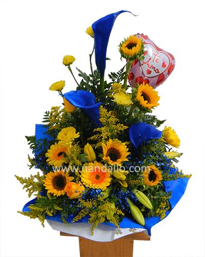 Arreglo floral con calas azules Floristera Nandallo Costa Rica