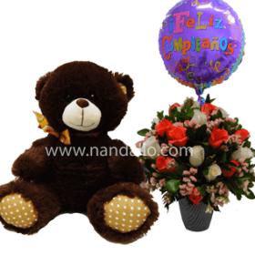 Arreglo floral de cumpleaños con rosas naranja