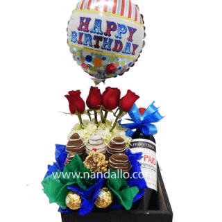 Arreglo floral y frutal para cumpleaños