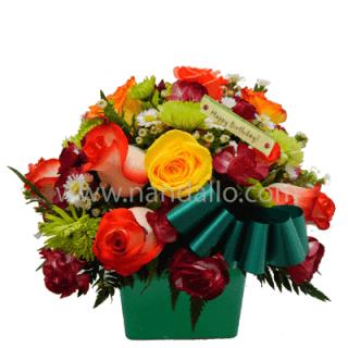 Arreglo floral de mesa para cumpleaños