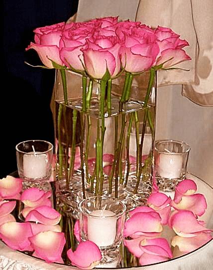 Centro de mesa con rosas y candelas