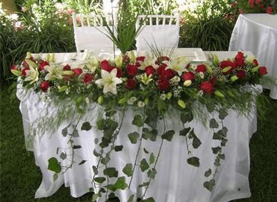 Arreglo frente de mesa con rosas