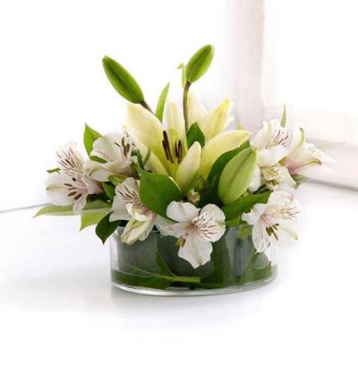 Arreglo floral en base de cristal con astromelia y lirios arreglo floral en base de cristal con astromelia y lirios altavistaventures Image collections