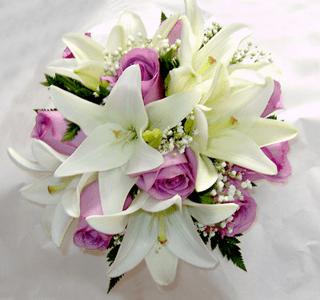 Bouquet de lirios y rosas