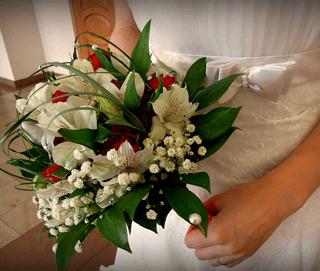 Delicado Bouquet con rosas roja