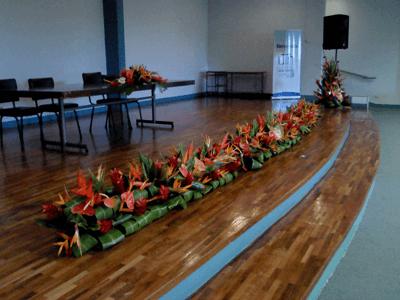 Jardinera de flores tropicales