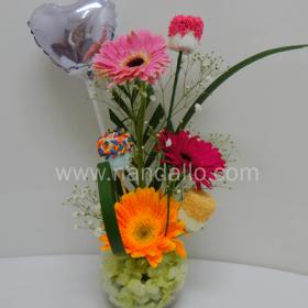 Arreglo floral con gerberas y chocolate