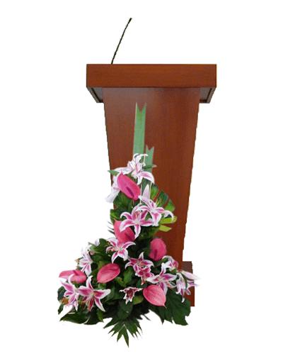 Arreglos para podium con lirios rosados