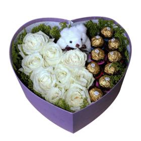Caja floral con peluche y chocolates