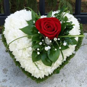 Corazón floral con rosa
